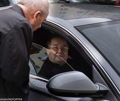 """Nie uwierzycie skąd bezdomny Stanisław miał pieniądze na auta dla Rydzyka. """"Wygrał w totka"""""""