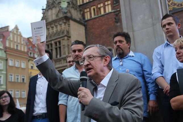 Józef Pinior oskarżony o korupcję. Niebagatelna kwota