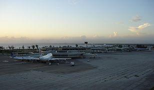 Lotnisko Santo Domingo o zachodzie słońca