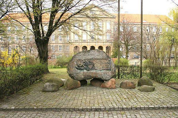 Pomnik Podziemia Niepodległościowego zastąpi kamień poświęcony milicjantom