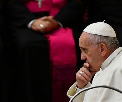 """Bóg """"nie jest czarodziejem z magiczną różdżką"""". Papież potwierdził, że ewolucja i Teoria Wielkiego Wybuchu są zgodne z naukami kościoła"""