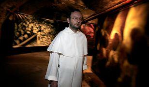 Były dominikanin Jacek Krzysztofowicz w piwnicach kościoła św. Mikołaja.