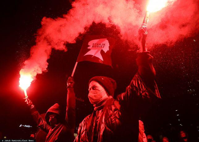 Aborcja w Polsce. Tysiące ludzi wyszło na ulice po publikacji uzasadnienia wyroku TK