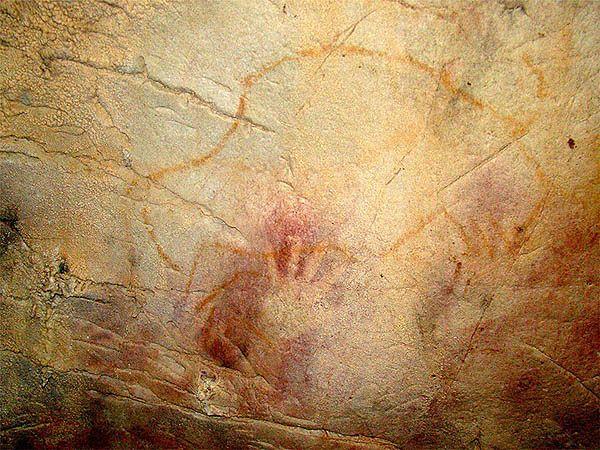 Malunki naskalne z jaskini El Castillo w Hiszpanii