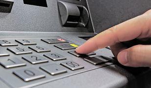 Skimming coraz większym zagrożeniem. Jak rozpoznać niebezpieczny bankomat?