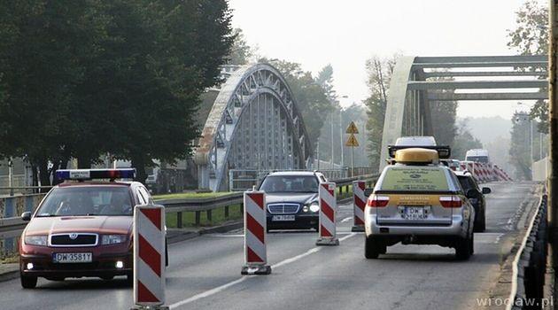W związku z awarią ruch odbywa się na pojedynczych pasach. Most Jagielloński w kierunku centrum jest wyłączony z ruchu.