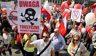 Kredyty we frankach - w miarę spadków szwajcarskiej waluty - robią się coraz mniej toksyczne