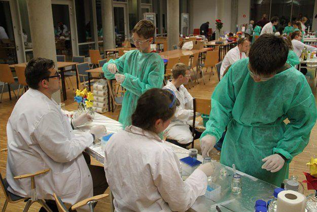 Noc Naukowców w Poznaniu - coś dla miłośników chemii, fizyki i... krzyków