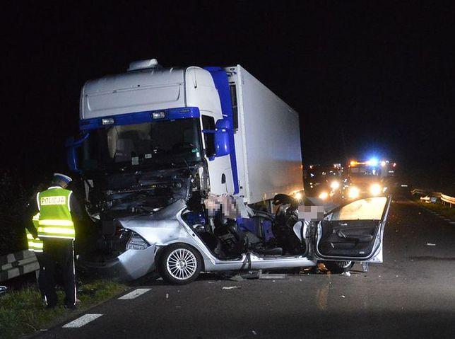 Tragedia na drodze. Nie żyje dwoje młodych ludzi