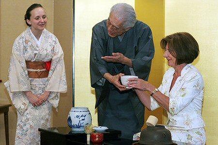 Maria Kaczyńska z Wielkim Mistrzem Drogi Herbaty