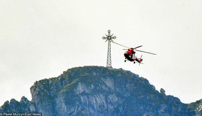 Giewont w Tatrach. Po tragicznej burzy pojawiły się pomysły, aby zdemontować krzyż przyciągający pioruny.