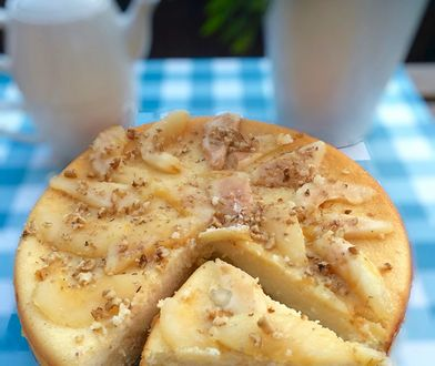 Sernik z koziego sera z gruszkami w miodzie