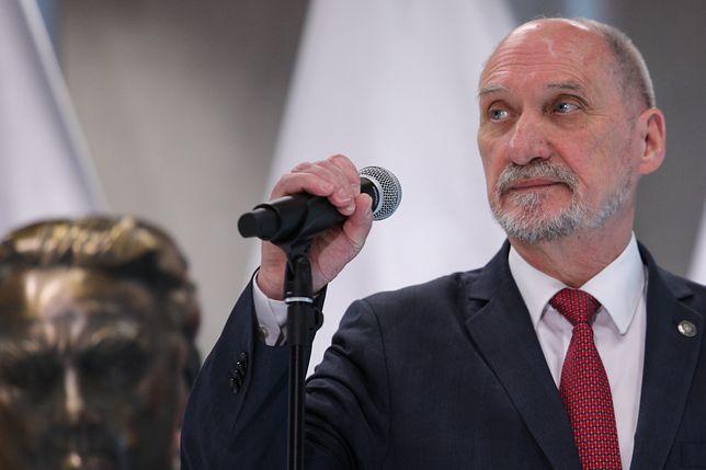 """""""Chamska hołota"""" była usprawiedliwioną reakcją Jarosława Kaczyńskiego uważa Antonii Macierewicz"""