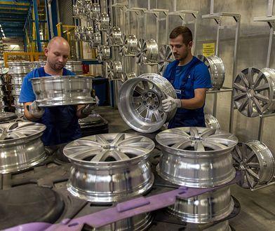 Polerowanie felg aluminiowych możemy zlecić specjalistycznemu serwisowi