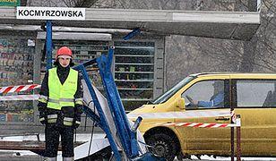 19-latek wjechał w przystanek w Krakowie