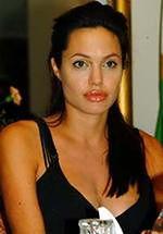 Angelina Jolie nie chce bawić się z ojcem