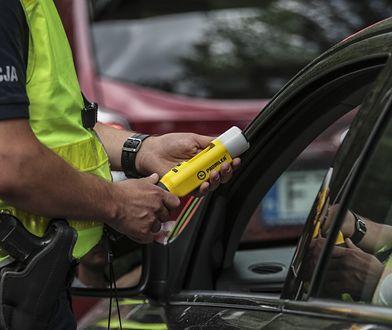 Polacy najbardziej obawiają się pijanych kierowców. Największe zagrożenie powoduje jednak połączenie brawury i nikłej wiedzy o przepisach.