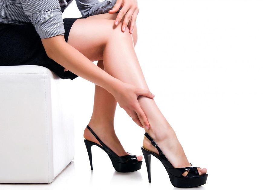Deformacja stopy - skutek chodzenia na wysokim obuwiu
