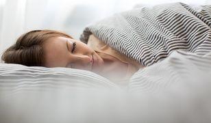 Prawda czy fałsz? 10 mitów na temat snu, w które wciąż wierzymy