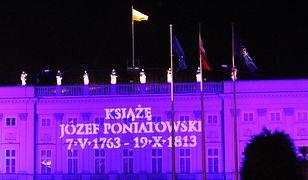 Nowa iluminacja na Pałacu Prezydenckim! [ZDJĘCIA]