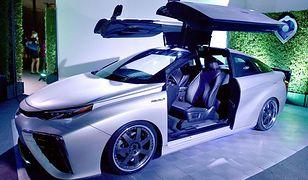 Toyota Mirai wzorowana na kultowym DeLoreanie