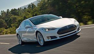 Tesla S i X same zmienią pas ruchu