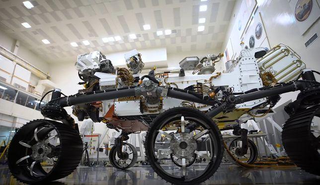 Perserverence jest wielkości samochodu i ma na pokładzie małe laboratorium