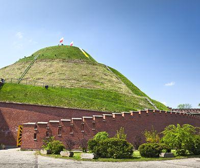 Hitlerowscy okupanci planowali zniwelowanie kopca Kościuszki jako symbolu polskości.