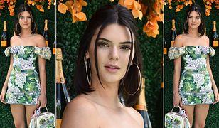 Kendall Jenner w kwiatowej mini i białych kozaczkach