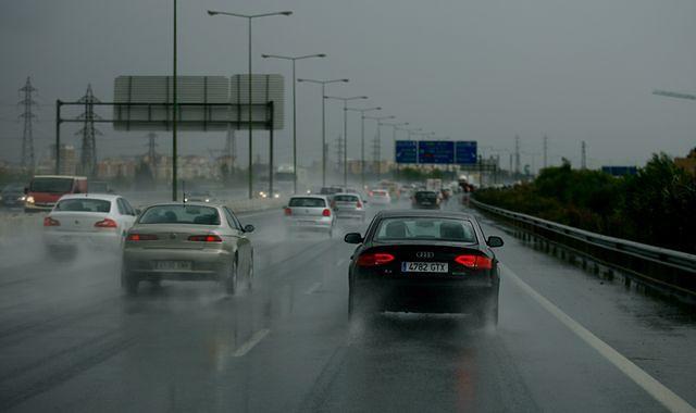 Jesienny deszcz groźny na drodze