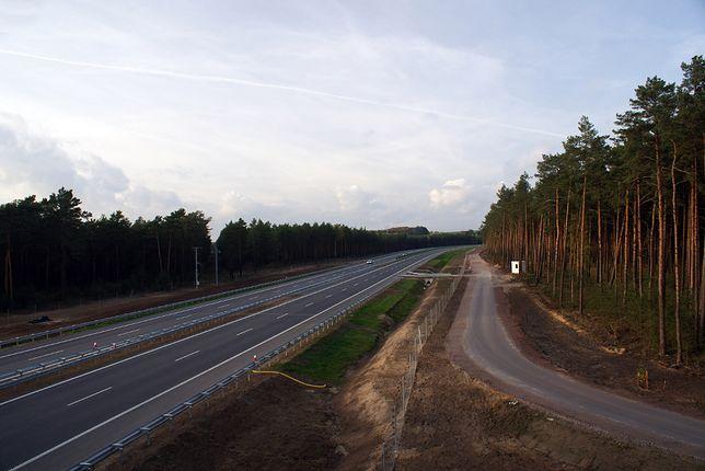 Autostrada A1 startuje w Rusocinie pod Gdańskiem, skąd biegnie cały czas w dół mapy kraju, aż do miejscowości Gorzyczki