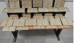 25 kg biżuterii za dwa miliony zł odkryli na funkcjonariusze na Lotnisku Chopina