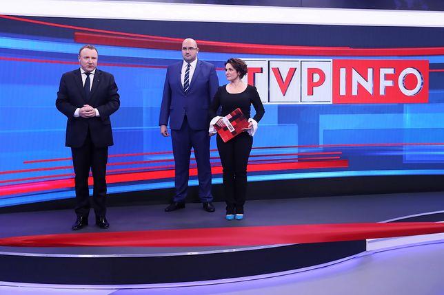Uroczyste przedstawienie nowego ekranu w studiu TVP Info