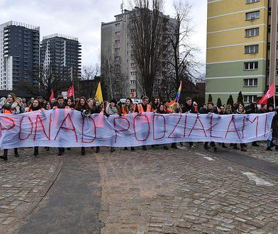 """Uczniowie trójmiejskich szkół przemaszerowali w marszu """"Ponad podziałami"""""""