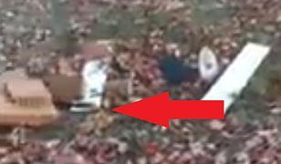 Satelita spadł do ogródka i utknął na drzewie