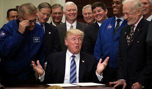 Donald Trump w towarzystwie astronautów z NASA i Buzza Aldrina, drugiego człowieka na księżycu