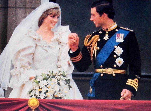 Suknię ślubną księżnej Diany zaprojektowali Elizabeth i David Emanuel.