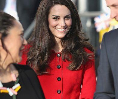 LOOK OF THE DAY: Kate Middleton w czerwonym zestawie