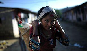 Szokujący proceder. Nepalki sprzedają swoją skórę