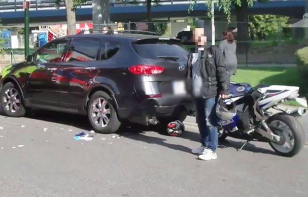 Poważny wypadek na warszawskim Powiślu. Motocyklista uderzył w samochód
