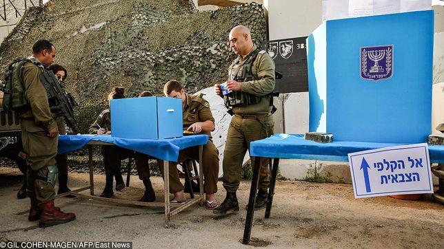 Jako jedni z pierwszych głosowali żołnierze stacjonujący w Strefie Gazy