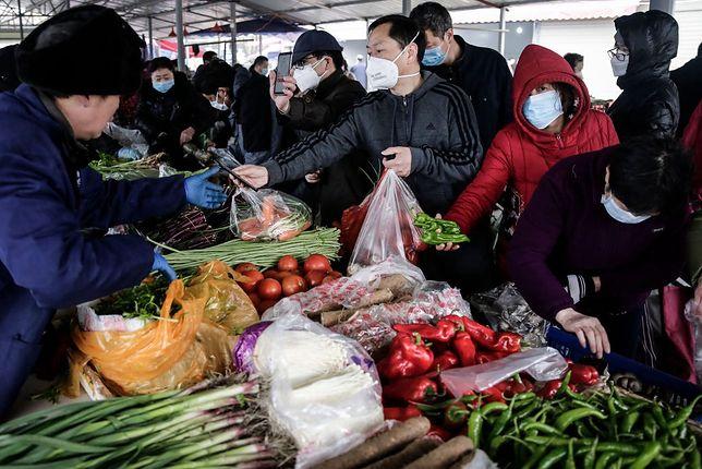 Koronawirus pojawił się w Wuhan w Chinach. Nowe badania podważają teorię, że przeniósł się ze zwierząt na ludzi.