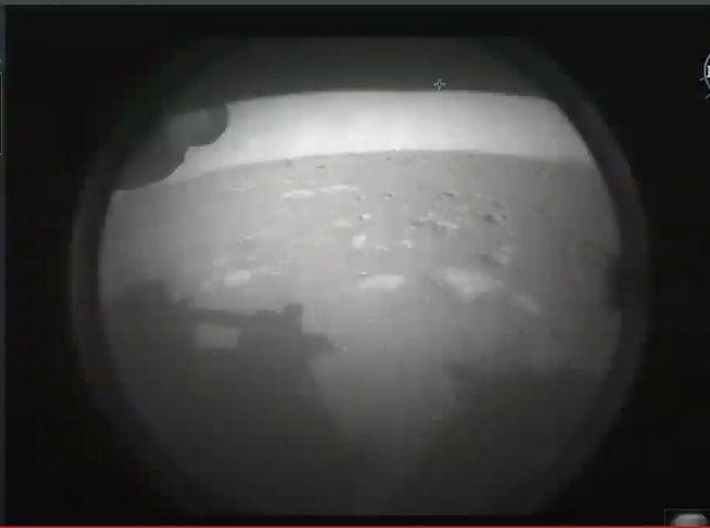 Pierwsze zdjęcie wykonane przez łazik Perserverance na powierzchni Marsa