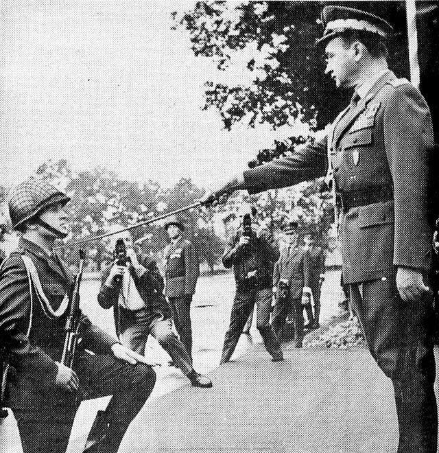 Mianowanie na pierwszy stopień oficerski, początek lat 70. Gen. Wojciech Jaruzelski był w tym czasie ministrem obrony narodowej