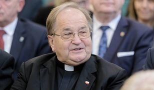 """O. Tadeusz Rydzyk grozi krokami prawnymi wszystkim, którzy piszą o """"partii Rydzyka""""."""
