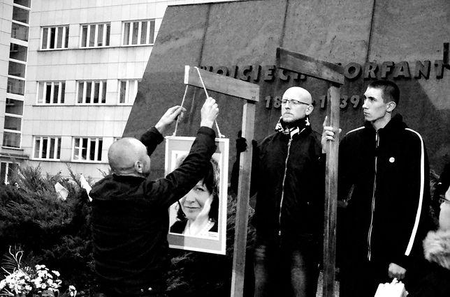 W listopadzie 2017 roku narodowcy powiesili portrety posłów PO na szubienicach.