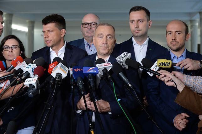 """""""Pamiętamy okrzyk 'Zjednoczona opozycja' przed Pałacem Prezydenckim. Wiemy, że Polacy tego oczekują. Będziemy współpracować"""" - mówił w lipcu przewodniczący PO Grzegorz Schetyna"""