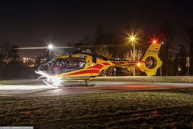 Śmigłowiec LPR podczas nocnego lądowania (zdj. arch.)