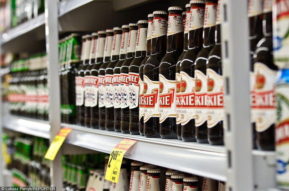 Ponad 90 proc. Polaków deklaruje, że pije piwo. Głównie z alkoholem i jasne