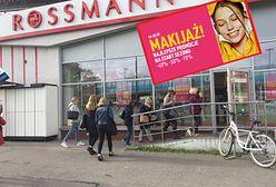 Promocje w Rossmann. Kobiety ruszyły do walki o kosmetyki do makijażu. Obniżki nawet do 70 proc.